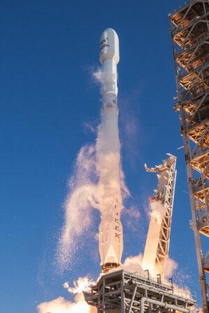 Falcon 9 startuje s družicí SES-10