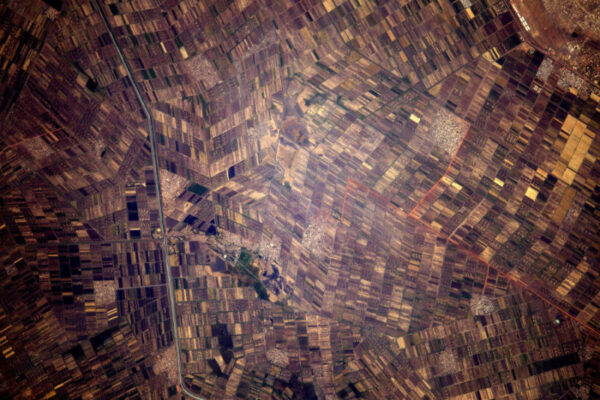 Jeden z největších zavlažovacích projektů na světě - mnoho nahusto umístěných polí v Súdánu.