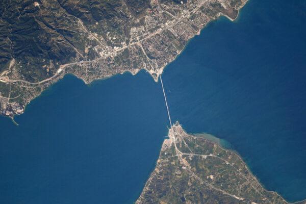 Stavějte více mostů, méně zdí! Most Rion-Antirion v Řecku.