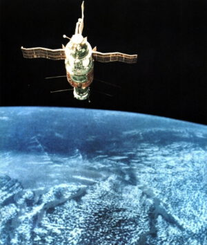 Pohled na Saljut 6 s připojeným transportním Sojuzem