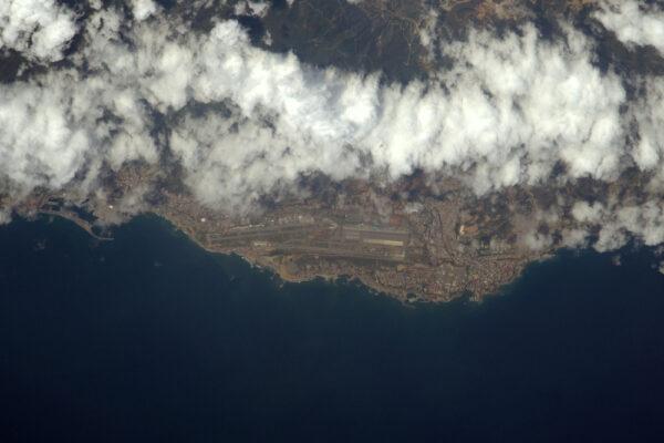 Mezinárodní letiště v Caracasu (CCS/SVMI), malé letiště mezi horami a oceánem.