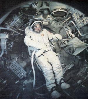 Georgij Grečko během příprav na výstup do prostoru