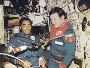 Méndez s Romaněnkem na palubě Saljutu