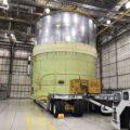 Vývoz testovacího exempláře motorové sekce pro strukturální zkoušky.