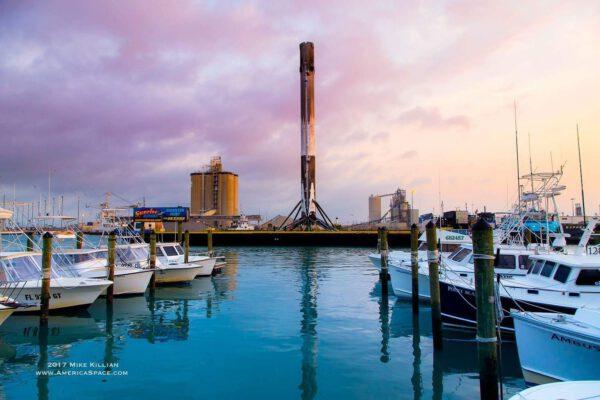 Falcon 9 v přístavu