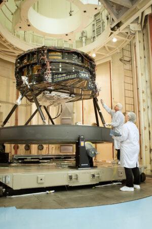 Sestava primárního zrcadla teleskopu WFIRST