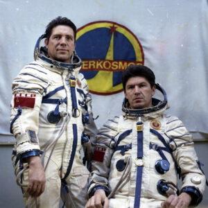 Třetí dlouhodobá expedice na Saljut 6 (zleva: Ljachov, Rjumin)