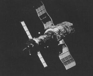 Saljut 6 s připojenou transportní lodí Sojuz