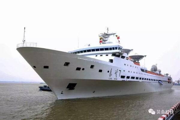 Sledovací loď Juanwang 7 vyplouvá na volné moře.