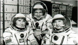 Definitivní podoba posádky Sojuzu T- (zprava: Kizim, Makarov, Strekalov)