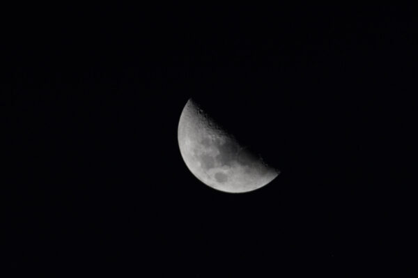 Měsíc přecházel před okny Cupoly. Moje příští destinace? ;)
