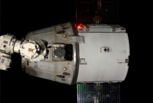 Dragon v rámci mise CRS-4 opouští ISS.