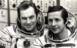 Posádka Sojuzu T-4 (zleva: Kovaljonok, Savinych)