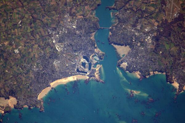 Saint-Malo, pirátské město a skála Chateaubriand.