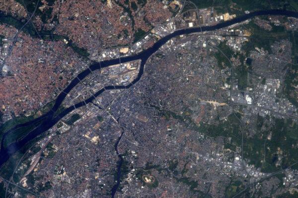 Město Nantes! Rodiště Julese Verna, autora Ze Země na Měsíc, a domovské město jedné z mých oblíbených hudebních skupin C2C.