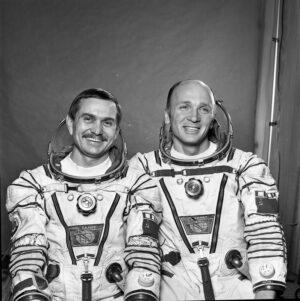 První stálá posádka Saljutu 7: (zleva) Berezovoj, Lebeděv