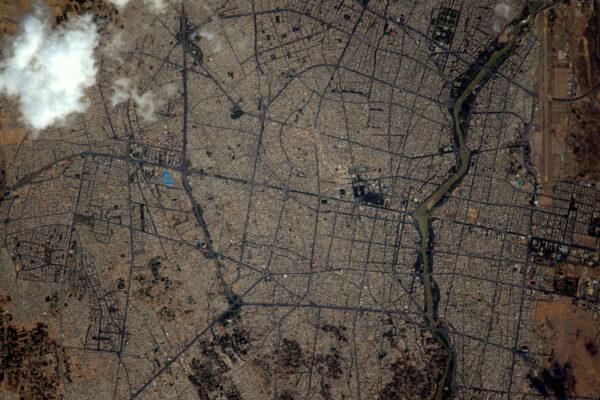 (1/2) Velká města jako je Isfahan se svými proplétajícími se ulicemi a nekonečnými variacemi urbanistických krajin jsou pro můj fotoaparát vždy primárním cílem.