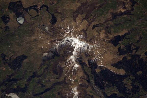Ve Francouzském středohoří je stále trocha sněhu.