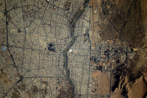 (2/2) Velká města jako je Isfahan se svými proplétajícími se ulicemi a nekonečnými variacemi urbanistických krajin jsou pro můj fotoaparát vždy primárním cílem.