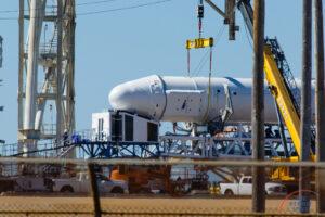 S pomocí tohoto zařízení se do Dragonu ukládá náklad na poslední chvíli - snímek pochází z mise CRS-10.
