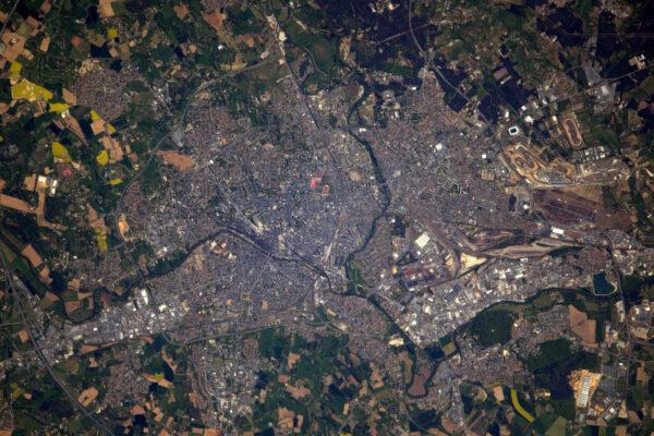 Le Mans, Francie, známé pro svůj dvaceti čtyř hodinový závod. Až započne ten letošní, budu už dva dny zpátky na Zemi pod vlivem gravitace.
