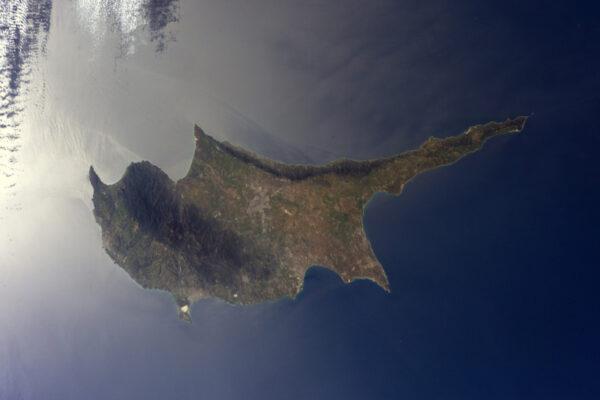 Kypr vypadá jako by plul na zrcadle… Středozemního moře.