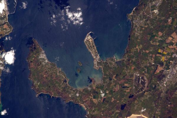 Vracíme se k místům, která nemůžete navštívit: základna nukleárních ponorek I'ile Longue v Brest.