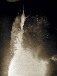 Vybuchující nosič krátce před aktivací záchranného systému SAS