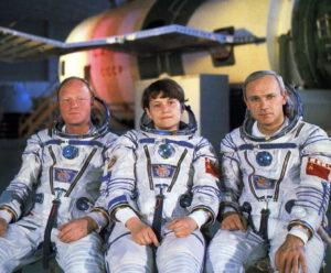 Zajímavá partička ze Sojuzu T-12 (zleva: Volk, Savickaja, Džanibekov)
