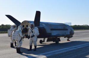 X-37B po přistání na Floridě.
