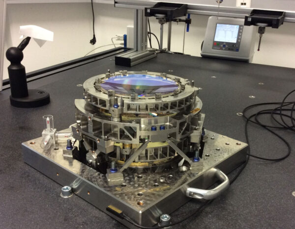 Demonstrační model optické sestavy.