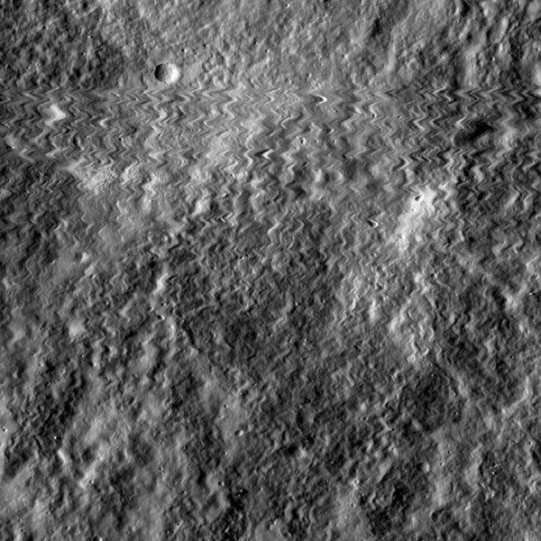 Oscilacemi poznamenaná fotografie Měsíce