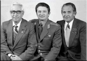 Původní posádka Sojuzu T-3 (zleva: Feoktistov, Kizim, Makarov)