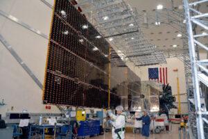 BulgariaSat-1 při rozkládání solárního panelu.