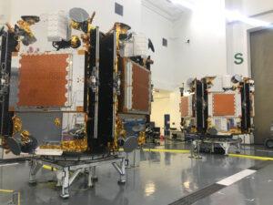 Družice Iridium Next na vypouštěcích adaptérech
