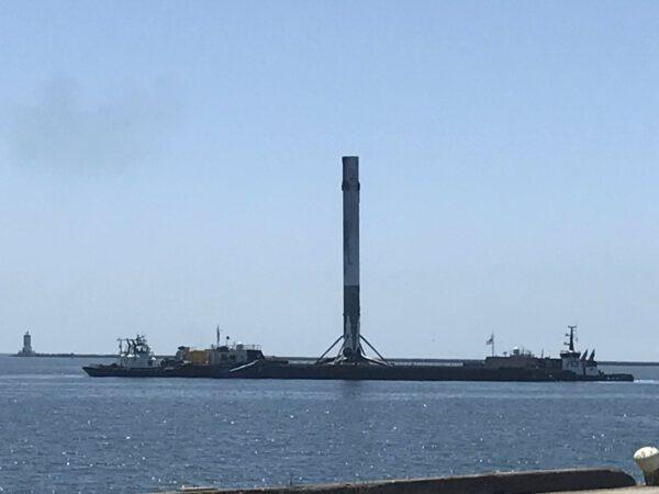 Stupeň 36 (Iridium NEXT-2): Jedna z prvních fotek v přístavu.