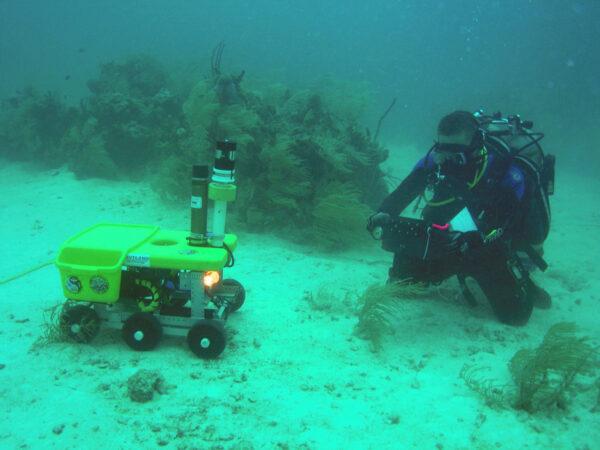 V rámci 12. expedice NEEMO se testoval i malý rover Scuttle