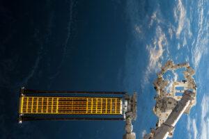 Testovací panel ROSA (Roll-Out Solar Array)