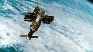 Saljut 7 s připojeným Sojuzem T-14
