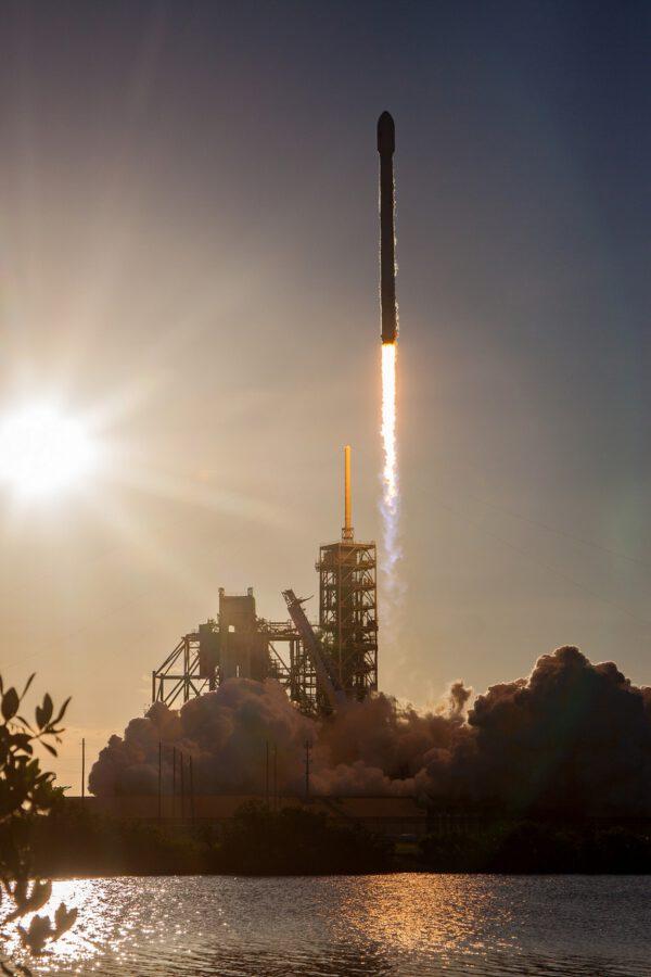 Falcon 9 vynáší Intelsat 35e Zdroj: Flickr SpaceX
