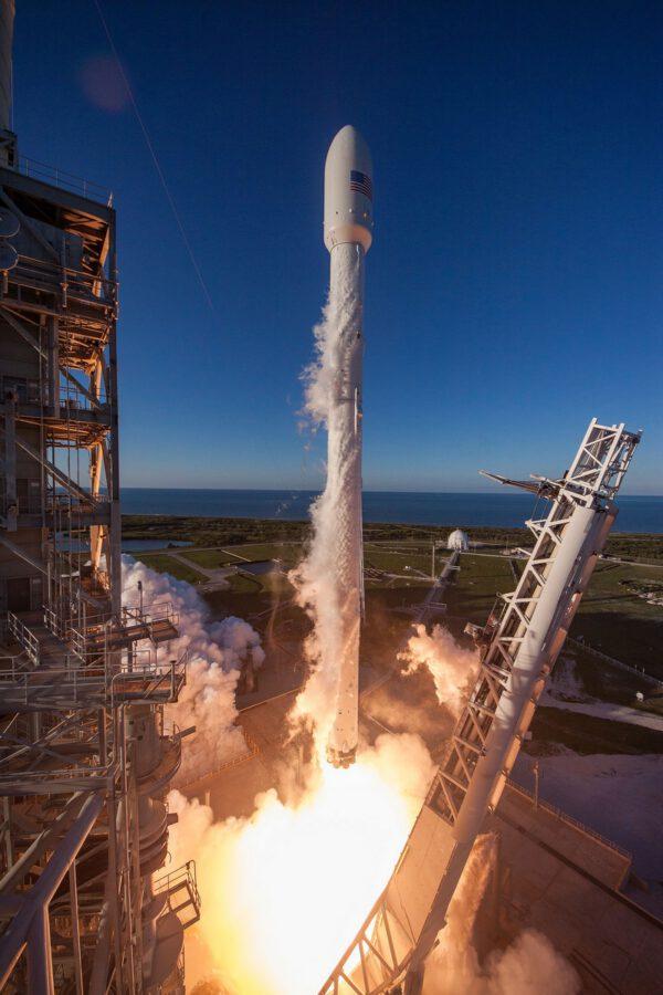 Falcon 9 vynáší Intelsat 35e