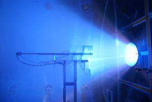 Testovací plazmový motor VX-200 při plném výkonu.