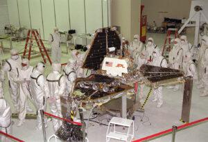 Předstartovní přípravy sondy Mars Pathfinder