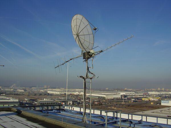 Antény plzeňské pozemní stanice skrz které VZLUSAT komunikuje