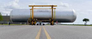 Návrat kvalifikační vodíkové nádrže z budovy 451 do budovy 103, 14. dubna