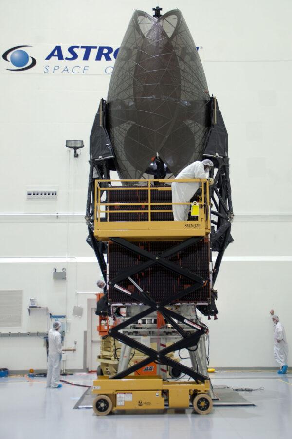 TDRS-M v hale firmy Astrotech