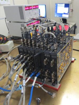 Letový model přístroje pro studium kosmického plazmatu RPW, dvě jednotky LVPS-PDU jsou patrné v pravé části sestavy.