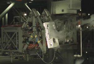 Fotka z odklápění ramene na komplexu LETF.