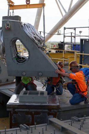 Instalace 4,5 tuny těžké patky Vehicle Support Posts.