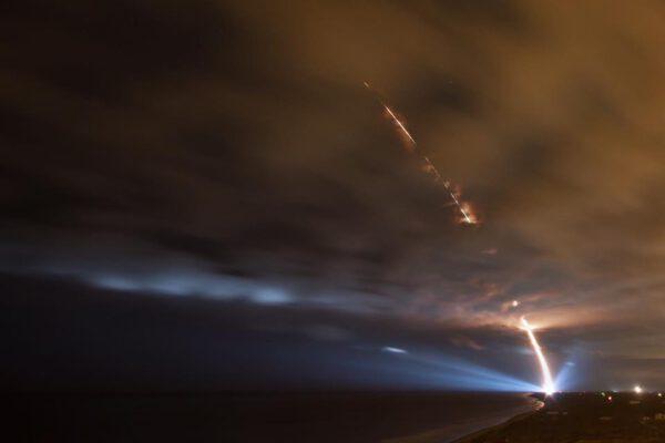 Dlouhou expozicí zaznamenaný let rakety Minotaur 4